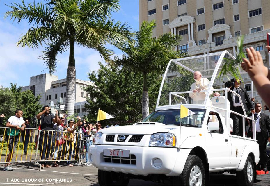 Nissan creates NP300 'pope-mobile'
