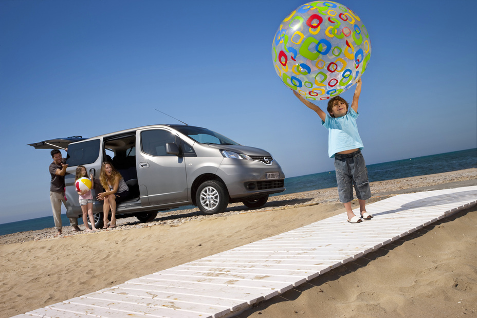 ludospace nissan nv200 evalia serie speciale family. Black Bedroom Furniture Sets. Home Design Ideas