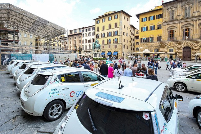 Taxi drivers choose Nissan LEAF in Italy - Global Newsroom
