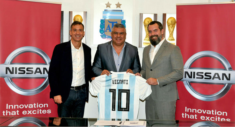 Nissan is official sponsor of the Argentinean National Soccer Team  写真・画像